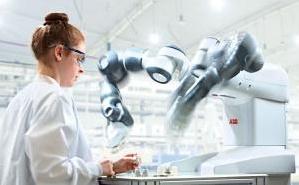 YuMi, il robot collaborativo che rivoluzionera' l'elettronica...