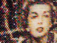 I ritratti delle dive tra pixel e radicale puntinismo