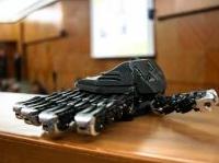 Arriva la mano artificiale robotica dell'Inail